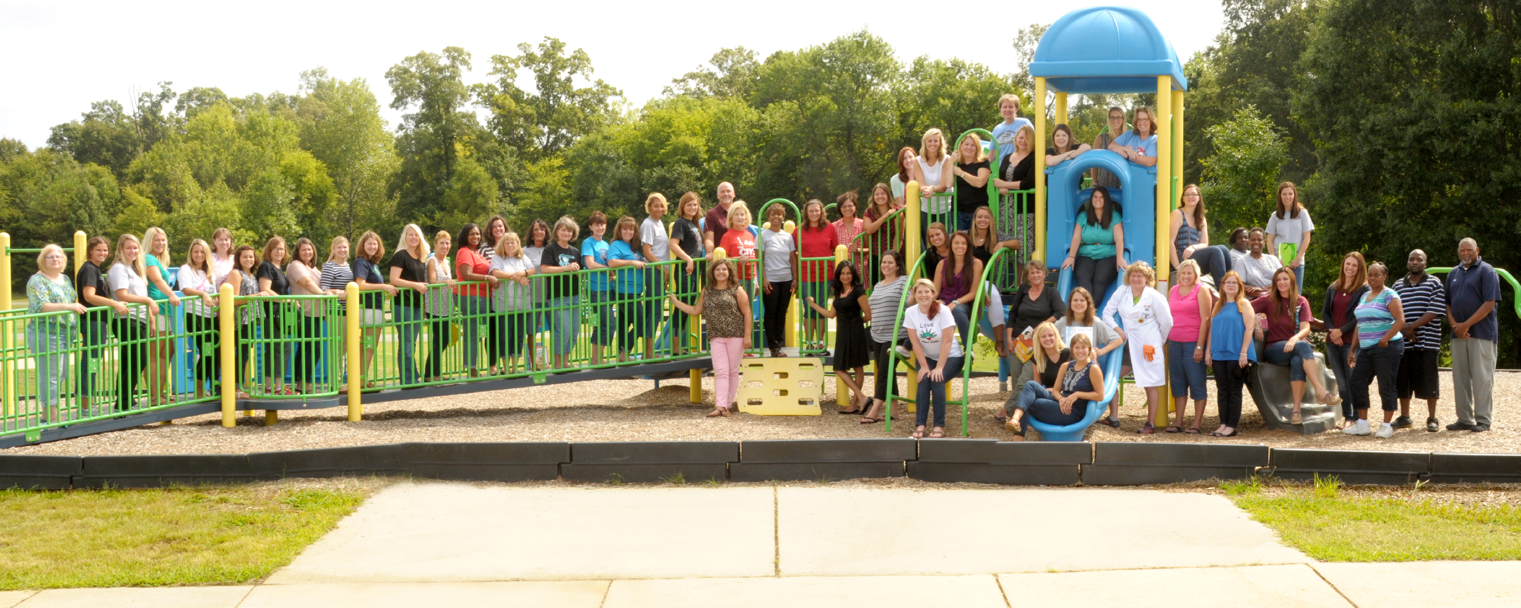 Photo of Lake Wylie Elementary Faculty and Staff on school playground